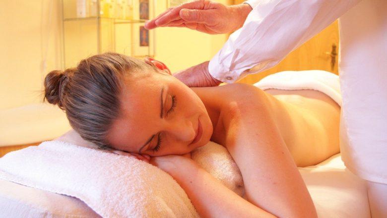 20 Cursos de masaje online GRATIS, baratos o con descuento, en español y en inglés