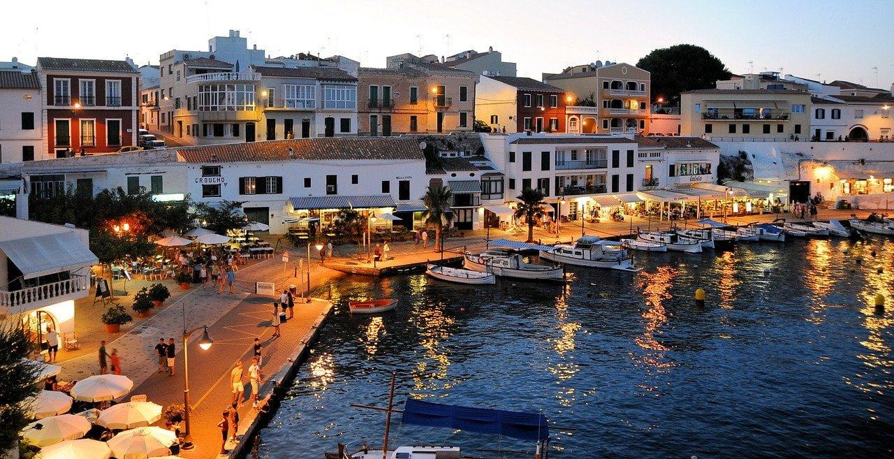 ¿Es rentable invertir en alojamientos turísticos en Menorca?